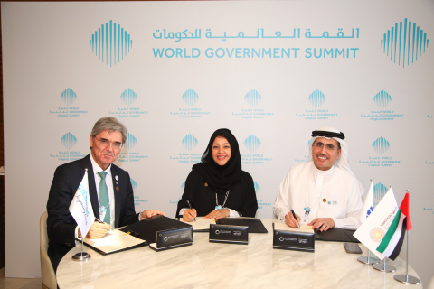 DEWA Group Photo during the MoU signature with Expo 2020 Dubai and Siemens to kick off region's first solar-driven hydrogen electrolysis facility (Photo: AETOSWire)