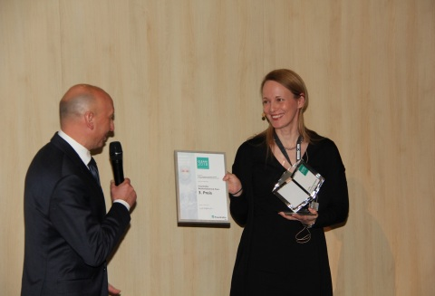 Dr.-Ing. Udo Gommel (left), Head of Department Fraunhofer IPA hands over the clean manufacturing awa ...