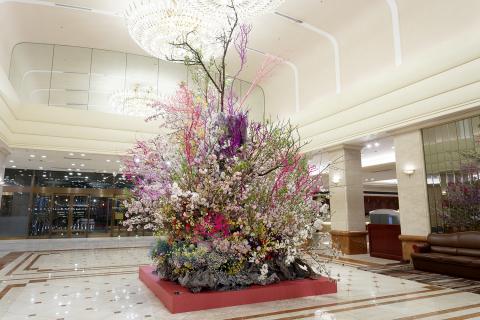 """""""Ikebana"""" Flower Arrangement by Renowned Artist Hiroki Maeno (Photo: Business Wire)"""