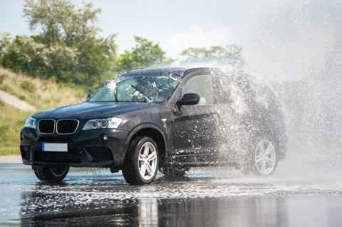 Die passenden Reifen sind ein wichtiger Faktor für sicheres Fahren (Photo: Business Wire)