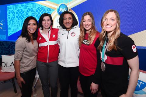 寶僑運動員齊聚一堂,在2018年平昌冬奧會期間於P&G Family Home參加由奧運選手和退役花式滑冰選手關穎珊主持的專題研討會,討論勿讓性別成為實現夢想的障礙。(照片:美國商業資訊)