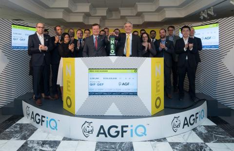 """AGF Investments Inc. (""""AGF""""), avec Blake Goldring, président du conseil et CEO d'AGF Management Limited, se joignent à Jos Schmitt, président et CEO de NEO, pour l'ouverture du marché à l'occasion de l'arrivée de deux nouveaux fonds négociés en bourse AGFiQ sur la NEO Bourse. Le courtage des FNB """"AGFiQ Enhanced Global ESG Factors ETF (QEF)"""" et """"AGFiQ Enhanced Global Infrastructure ETF (QIF)"""" débuta le 12 février 2018. (Photo: Business Wire)"""