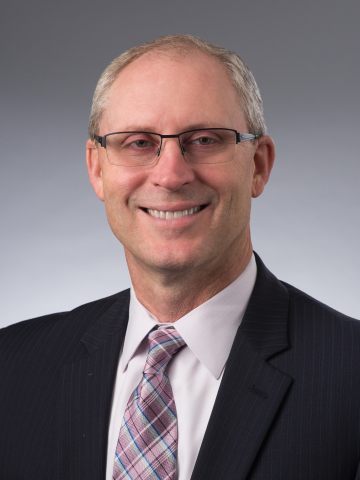 Chris Hatwig, M.S., R.Ph., FASHP, President, Apexus, honored with the Distinguished Leadership Award for excellence in pharmacy practice leadership in acute and ambulatory care settings from The American Society of Health-System Pharmacists (ASHP) Board of Directors. (Photo: Apexus)