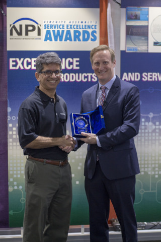 Dr. Subodh Kulkarni, President & CEO, CyberOptics Corporation Receiving NPI Award at APEX for the MRS-Enabled SE3000 3D SPI (Photo: Business Wire)