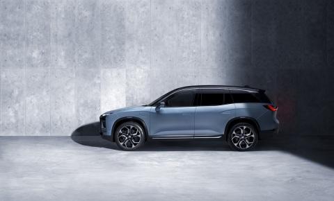 定位于中国大众电动车市场的蔚来汽车首款全铝电动车ES8(照片:美国商业资讯)