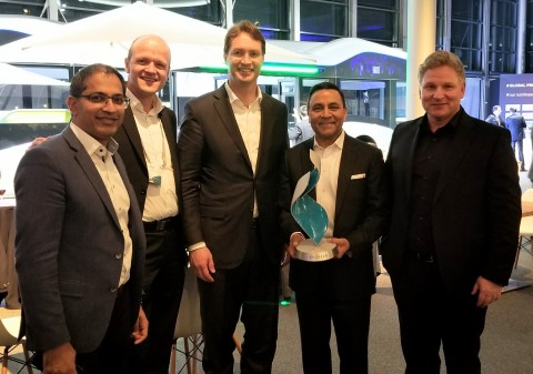 HARMAN President and CEO Dinesh Paliwal and President of HARMAN's Connected Car Division Mike Peters collect Special Supplier Award for Outstanding Technology and Innovation with Daimler and HARMAN team (Photo: Business Wire)