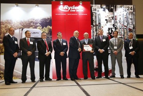 Ryder Mexico executives presenting one of the Service Excellence Awards to the Mexican carrier, Don Miguel Transportes, S. DE R.L. de C.V.  (Photo: Business Wire)