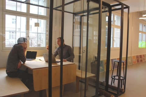 Employees collaborate in the new Accenture Innovation Hub - Zurich, opening today at St. Annagasse (Photo: Business Wire)