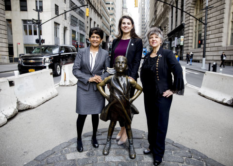 Members of State Street's Professional Women's Network stand with Fearless Girl Photo Credit: Hannah Cohen