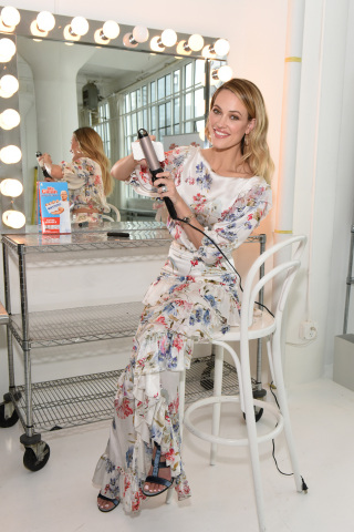 Peta Murgatroyd, Dancing with the Stars pro, gets her beauty routine back to flawless as she cleans the caked on hairspray off her curling iron with the new Mr. Clean Magic Eraser, Wednesday, March 7, 2018, in New York. (Photo by Diane Bondareff/Invision for Mr. Clean/AP Images)