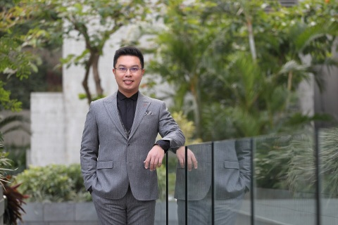 Warren Lau, C.E.O. of MJC I-Ching Research Centre. He is the driving force of the web-based fengshui ...
