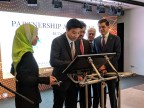 Dato' Seri Ivan Teh, Group Chief Executive Officer of Fusionex International signing a partnership agreement between Fusionex and Takaful (Photo: Business Wire)