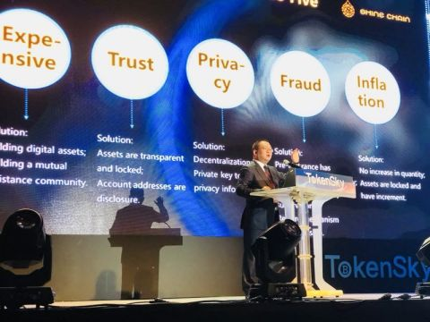 Jin Hui, Founder of Shine Chain, delivers keynote speech at TOKENSKY 2018 (Photo: Business Wire)