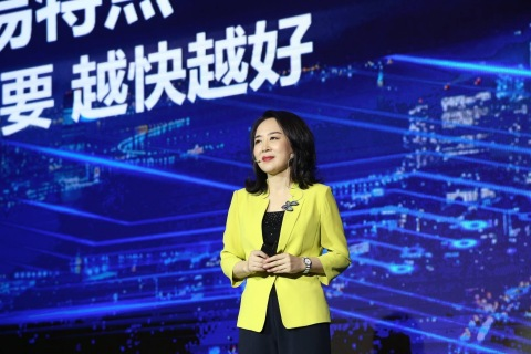 Diane Wang, Founder and CEO of DHgate.com delivers keynote speech at 2018 APEC SME Summit