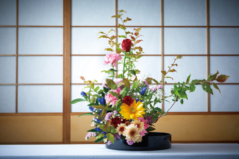 """Learn the insight of Japanese flower arrangement """"Ikebana"""" and try making your own masterpiece (Photo: Business Wire)"""