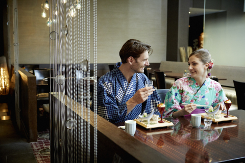 Try traditional Yukata easy kimono at Keio Plaza Hotel, and enjoy walking in and out of the hotel (Photo: Business Wire)