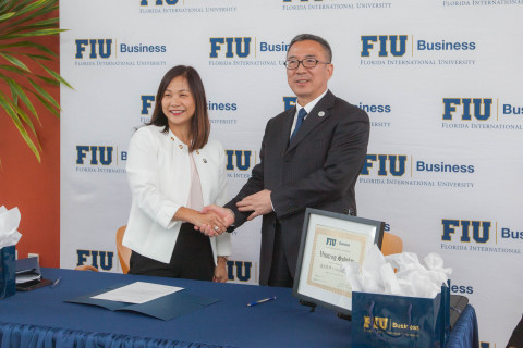 Joanne Li, Dean, FIU Business, and KOU Wenyu, Dean, Research Institute for Qingdao, enter into an academic partnership. (Photo: Business Wire)