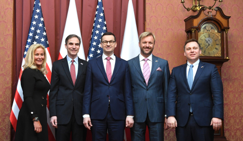 From left to right: Sarah Chamberlain, Ambassador Paul W. Jones, Prime Minister Mateusz Morawiecki, Chris Jamroz, Konrad Salaber (Photo: Business Wire)