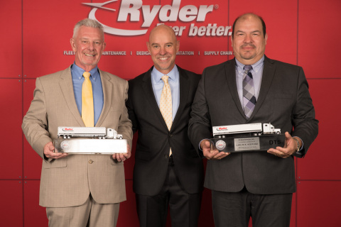 From left to right: Ryder Supply Chain Solutions Driver of the Year Bill Phipps, Ryder Chairman & CEO Robert Sanchez, and Ryder Dedicated Transportation Solutions Driver of the Year Carlos Aceituno. (Photo: Business Wire)