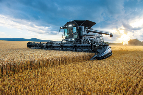 The new combine harvester Fendt IDEAL (Photo: Business Wire)