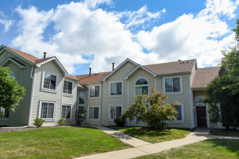 Legacy at Poplar Creek, a 196-unit garden-style apartment community located in Schaumburg, Illinois (Photo: Business Wire)