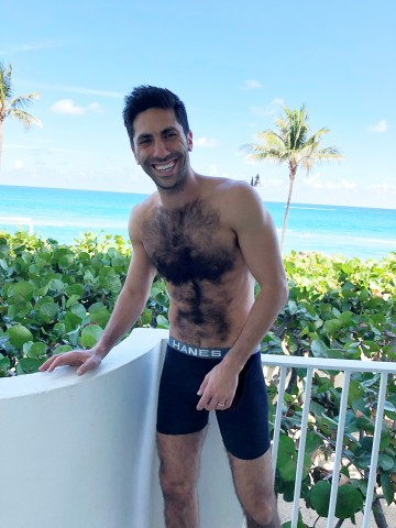"""Balcony. Beach. Comfort Flex Fit Boxer Briefs. Link in bio. @hanes #ad #VouchForThePouch"" - Nev Schulman"