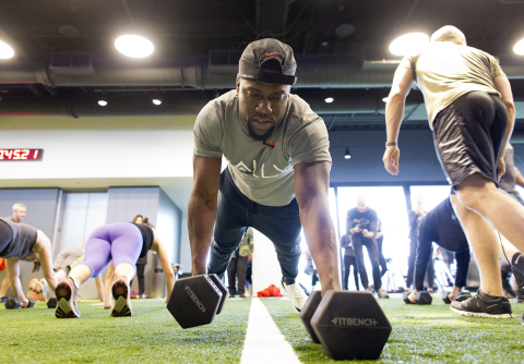 Rally Health Ambassadors Kevin Hart and Maria Menounos made the most of their time in Chicago through a surprise visit to a local gym after inclement weather cancelled the Rally HealthFest scheduled in Maggie Daley Park. Here, Kevin Hart joins Chicagoans in a HIIT workout class. (Photo: Business Wire)