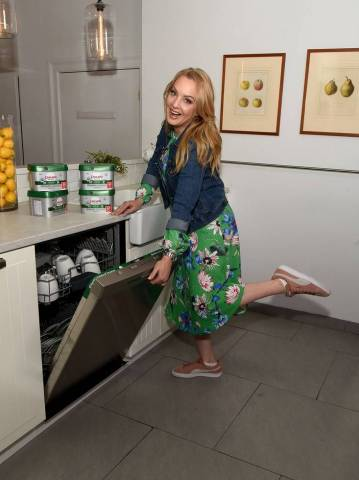 """The Goldbergs"" star Wendi McLendon-Covey has fun encouraging helicopter cleaners to let go of their time-consuming dishwashing habits and anxiety at a Cascade event on Tuesday, April 24, 2018, in New York. The comedian partnered with Cascade to promote the new Cascade Platinum, the detergent that helps your dishwasher perform at its best. (Photo by Diane Bondareff/Invision for Cascade/AP Images)"