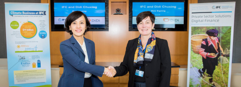 Jean Liu, President of DiDi, signed the MOU with Stephanie von Friedeburg, COO of IFC (Photo: Business Wire)