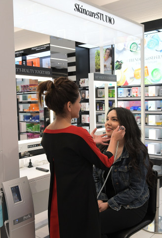 Sephora now offers the PERK Hydrating Facial, an exclusive skincare treatment in partnership with The HydraFacial Company. (Photo: Getty)