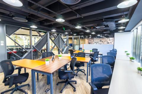 Compass Offices 工作空間設計考慮了功能性的佈局鼓勵團隊間的互動與協作;同時提供服務式辦公室,照顧到需要獨立工作環境的用戶需求。(照片:美國商業資訊)