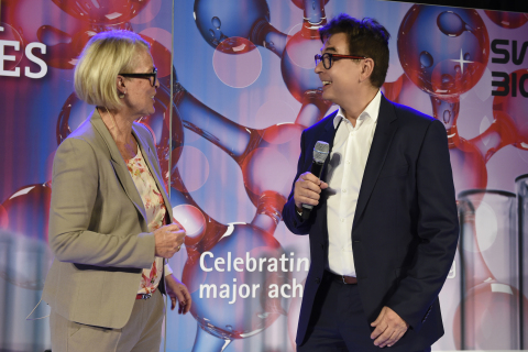 Friederike Sommer welcomes Selexis CEO Dr. Igor Fisch to the stage at an event held Friday to recognize Swiss Biotech Success Stories. Selexis was among the inaugural group of companies recognized by the Swiss Biotech Association with this honor. (Photo: Business Wire)