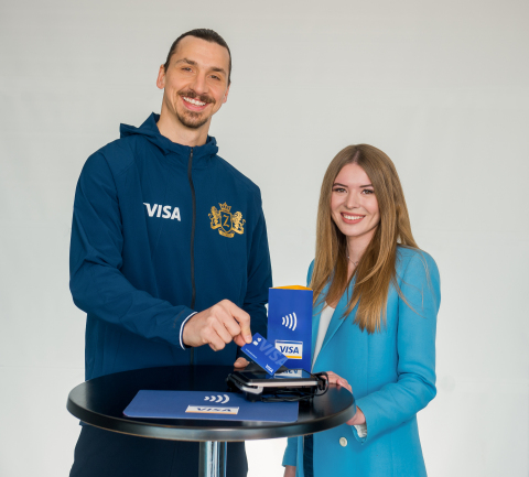 Football icon Zlatan Ibrahimović and social media influencer Tatiana Vasilieva show off the speed and ease of Visa's contactless payment technology that will be featured at the 2018 FIFA World Cup Russia™ (Photo: Business Wire)