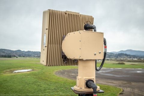 FLIR Ranger R8SS-3Dドローン検知レーダーは、同時に500個以上の脅威とその正確な位置を検知可能。(写真:ビジネスワイヤ)