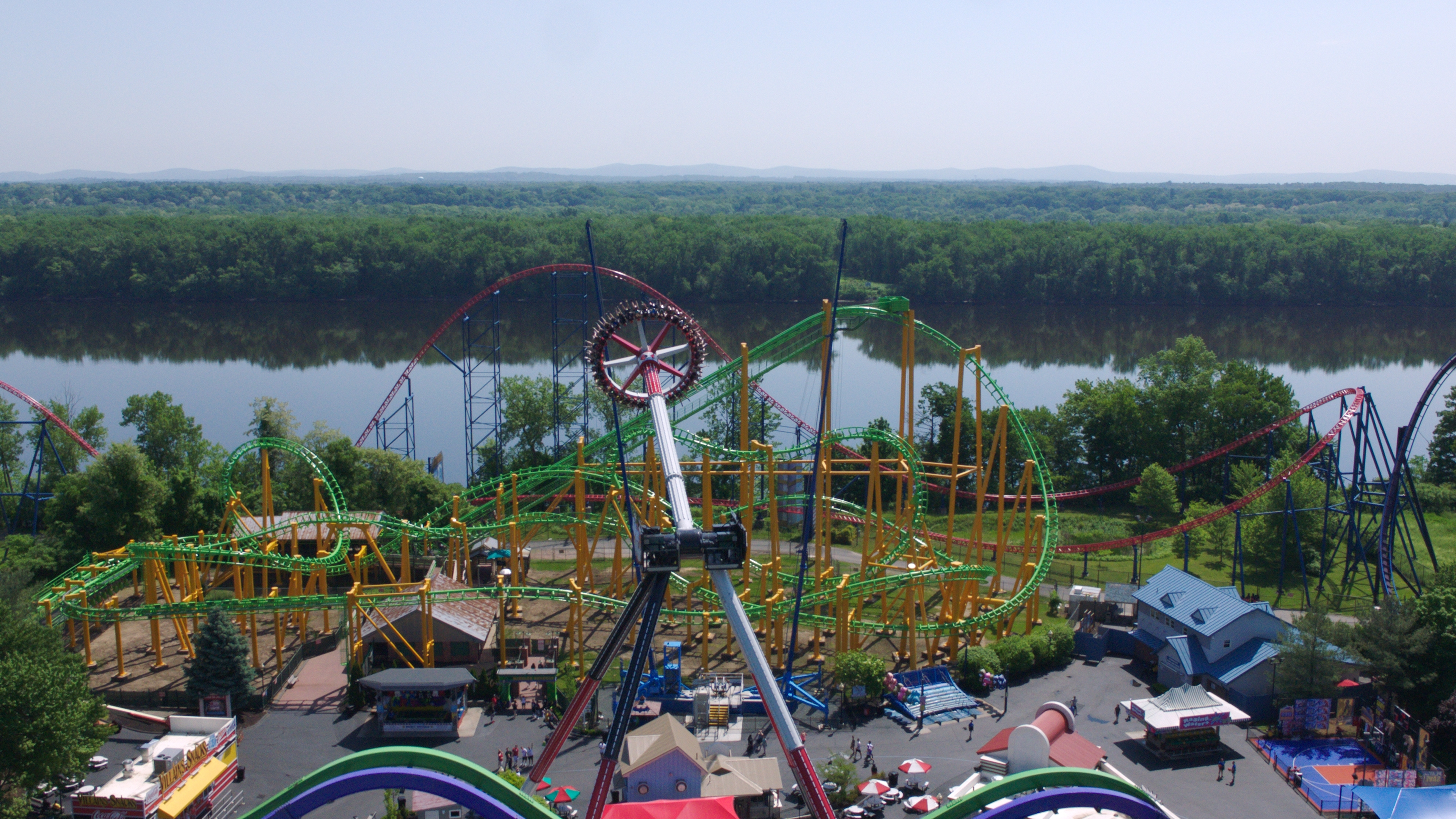 16eea33385d68e DC Super-Villain HARLEY QUINN Spinsanity Now Open at Six Flags New England.  Traveling