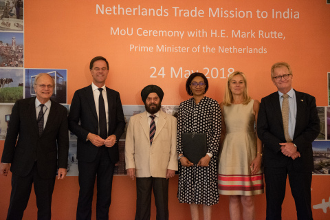 From left to right: Mr. Alphonsus Stoelinga (Ambassador of the Netherlands to India), Mr. Mark Rutte (PM of the Netherlands), Mr. H.S. Wadhwa (COO Azure Power), Ms. Fatou Bouaré (CRFO FMO), Ms. Sigrid Kaag (Minister for Foreign Trade and Development Cooperation of the Netherlands) and Mr. Hans de Boer (President of the Confederation of Netherlands Industry and Employers VNO-NCW). (Photo: Business Wire)