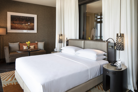 King room in Grand Hyatt Abu Dhabi Hotel & Residence Emirates Pearl (Photo: Business Wire)