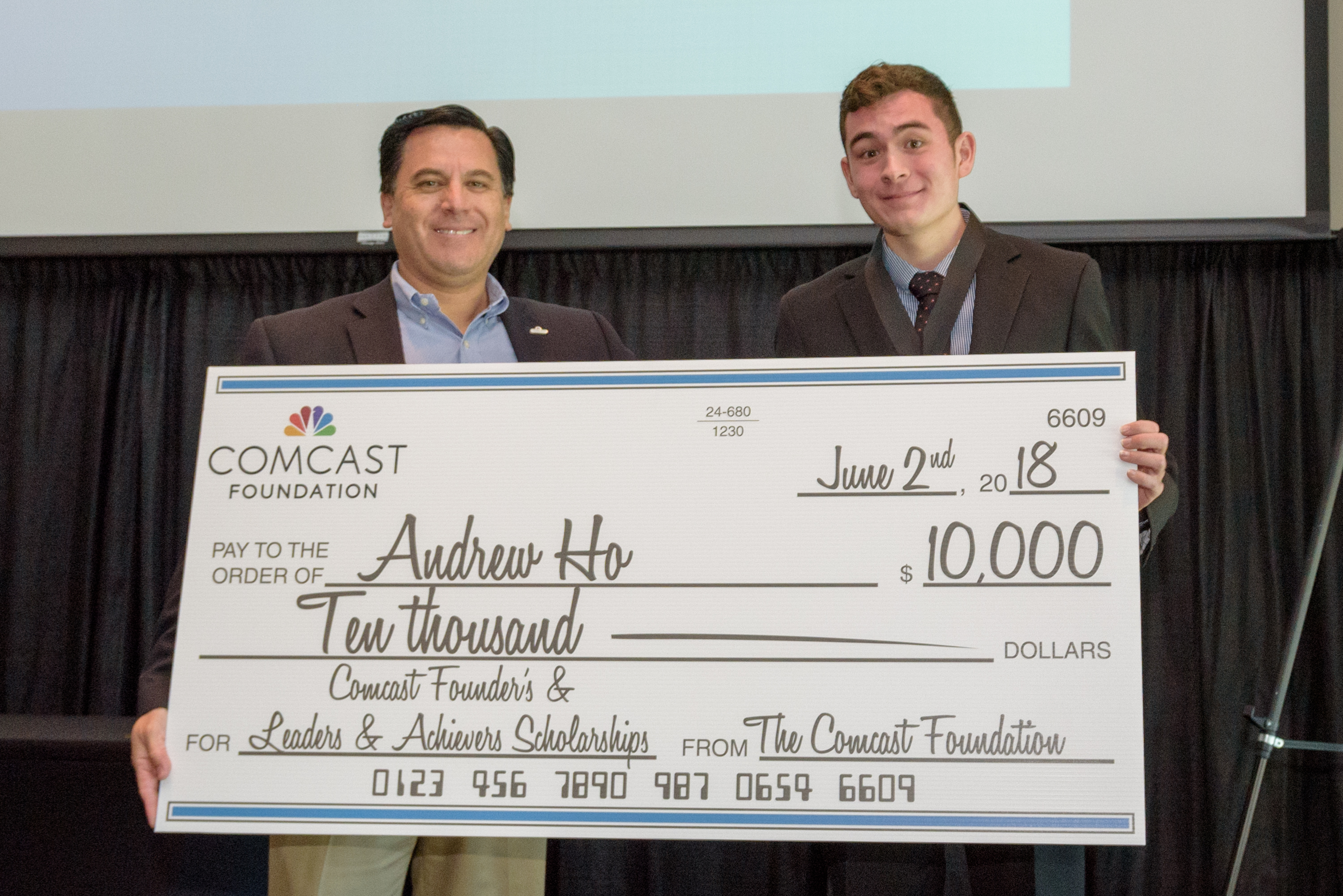 Comcast NBCUniversal Awards $78,000 in Scholarships to 60 Oregon/SW ...