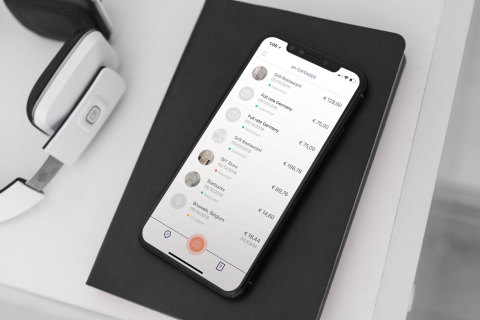 Scanning paper expenses with Rydoo Expense (Photo: Rydoo)