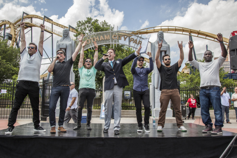 (L-r) JON HAMM, ED HELMS, J.T. SPRINGER from KJKK FM, PHILIP ROBERTSON from Guinness World Records, JEREMY RENNER, JAKE JOHNSON and HANNIBAL BURESS at Six Flags Over Texas after successfully breaking the Guinness World Records title for the largest game of freeze tag. (Photo: Kim Leeson)