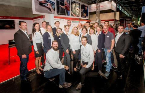 Das Team von Autoreifenonline.de hat auf der Tire Cologne neue Features des Onlineshops vorgestellt (Foto: Business Wire)