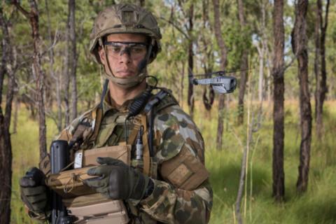 オーストラリア防衛省がフリアーの新しいBlack Hornet 3を使用。写真提供:オーストラリア防衛省