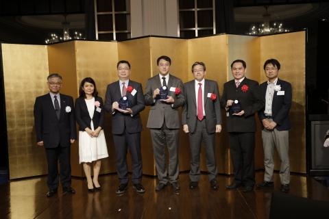 2017年授賞式の様子 (写真:ビジネスワイヤ)