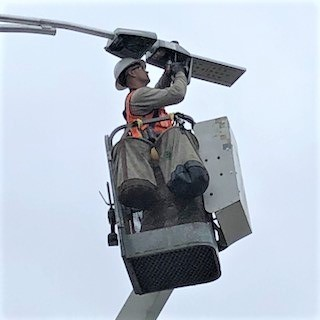 Installation of one of Portland's Current by GE CityIQ nodes (Photo: Business Wire)