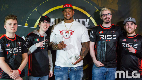 """Tommy """"TJHaLy"""" Haly, Daniel """"Loony"""" Loza, Rodger Saffold (Rise Nation, CEO), CWL Anaheim MVP Peirce """"Gunless"""" Hillman, and Austin """"Slasher"""" Liddicoat (Photo: Business Wire)"""
