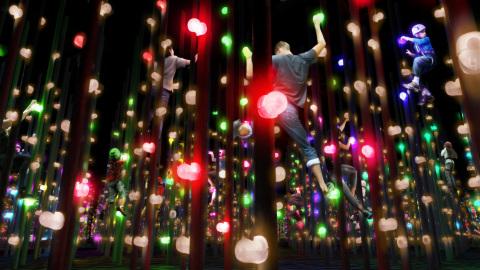 2. チームラボアスレチックス 運動の森 - 光の3Dボルダリング / Three-dimensional Light Bouldering (teamLab, 2018-, Interactive Digital Installation, Sound: DAISHI DANCE) (写真:ビジネスワイヤ)