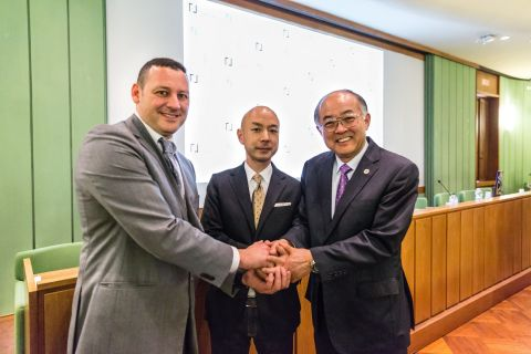 From left) Emanuele Amodei, President of Palazzo Spinelli / Yasuyuki Korekawa, Operating officer of Warehouse TERRADA / Nobuaki Okamoto, Chairman of the Board of Directors, Tokiwamatsu Gakuen and President, Yokohama University of Art and Design (Photo: Business Wire)