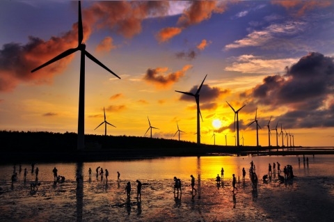 Wind turbines of Taiwan Power Company in Gaomei Wetlands. (Photo: Business Wire)