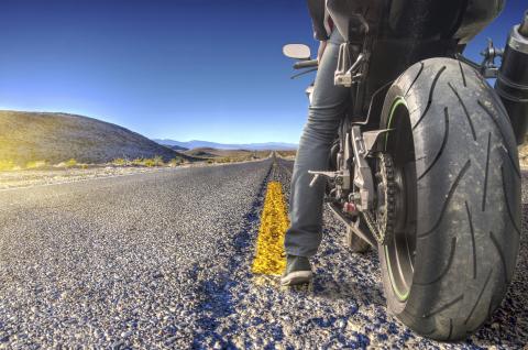 Andere Länder, andere Sitten: Mit MotorradreifenDirekt.de startklar für den Motorradurlaub (Photo: Business Wire)