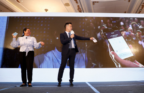Mary Grace (left), who has been working in HK for 22 years, demonstrated how it took her 3 seconds to transfer money to her family back in the Philippines, through the mobile payment app AlipayHK (Photo: Business Wire)